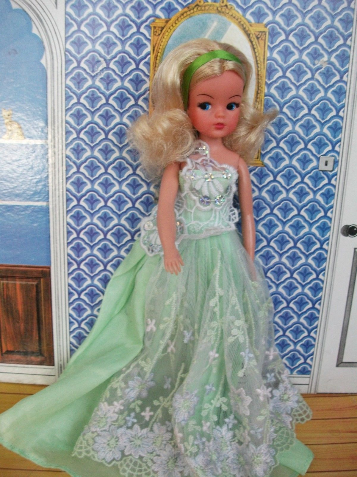 Vintage pretty blonde Sindy doll with great hair + free ball gown ...