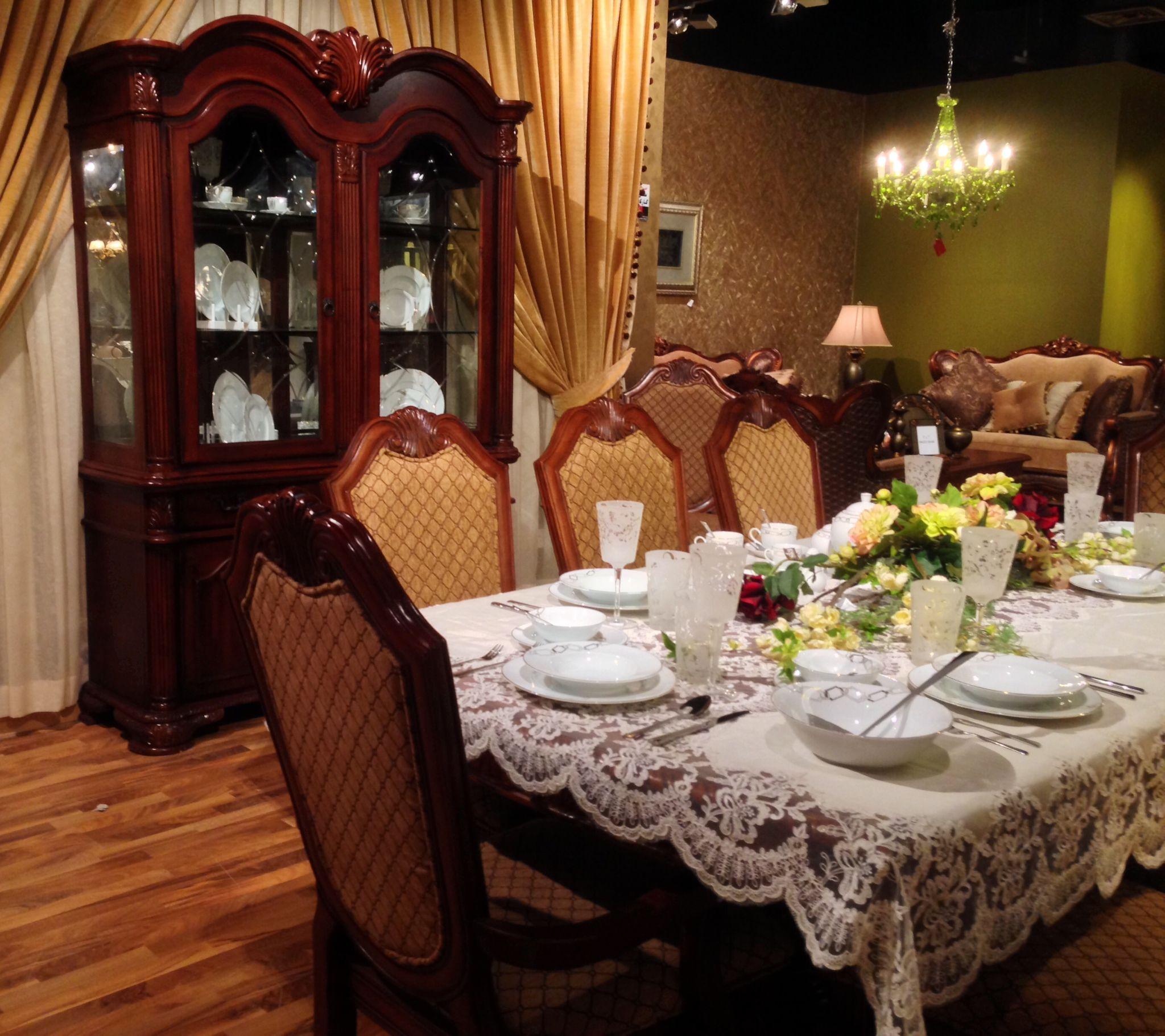 طاولة الطعام الخاصة بك بمفرش بتصميم كلاسيكي Table Settings Furniture Table