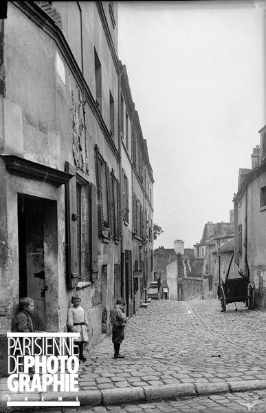Paris Montmartre (XVIIIème arr.). L'Impasse Traînée, vers 1900.