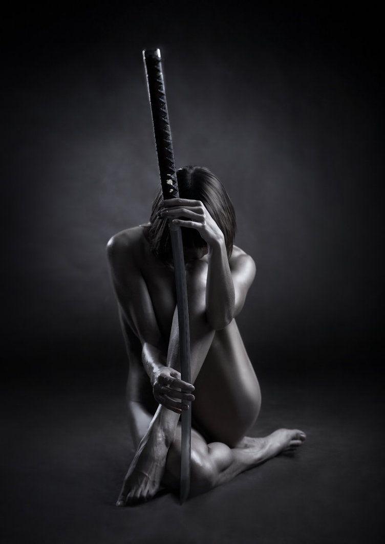 Resultado de imagem para woman sword
