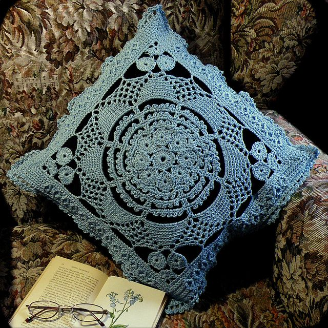 """Old Cartier-Bresson 15"""" Square ~ free crochet pattern"""