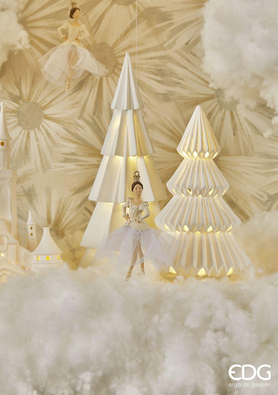 Natale Edg.Fairy Tale Edg Enzo De Gasperi Un Natale Da Fiaba Nei Toni Delicati Del Rosa Bianco E Oro Per Una Celebrazione Davvero Roman In 2020 Christmas Decor Ceiling Lights