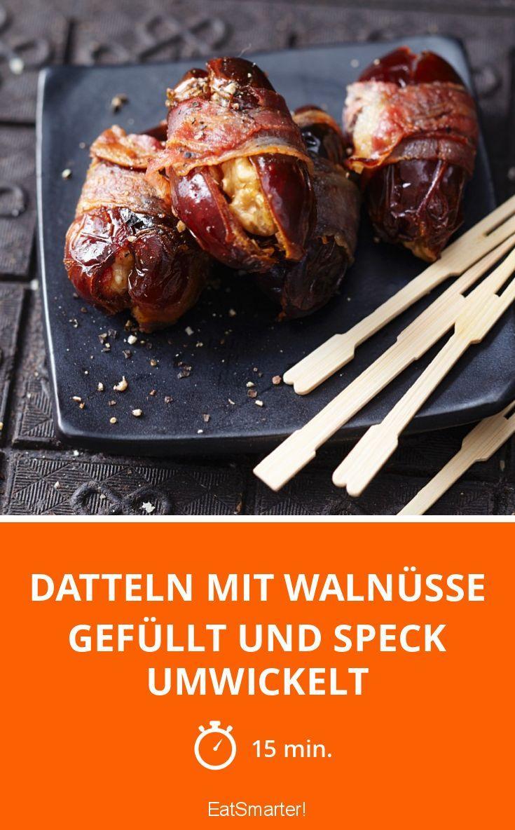 Datteln mit Walnüsse gefüllt und Speck umwickelt | http://eatsmarter.de/rezepte/datteln-mit-walnusse-gefullt-und-speck-umwickelt