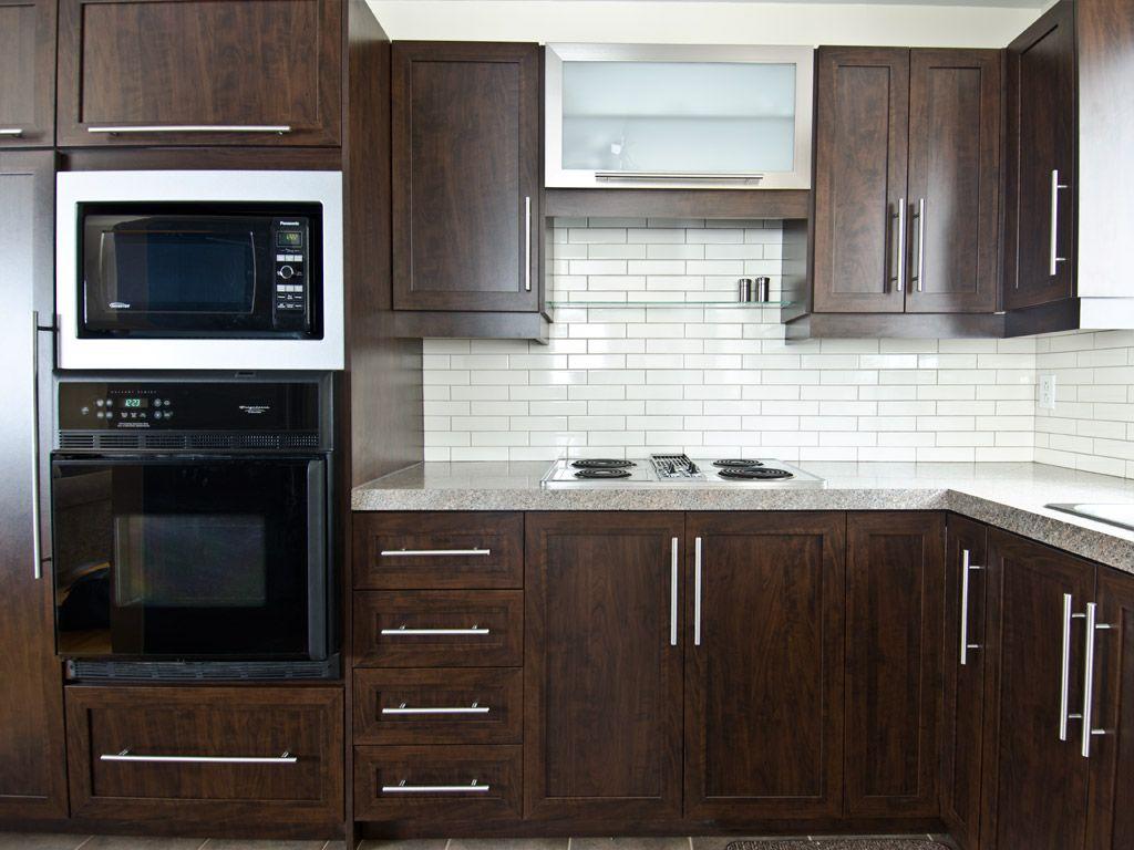 un classique les armoires brunes cuisine pinterest