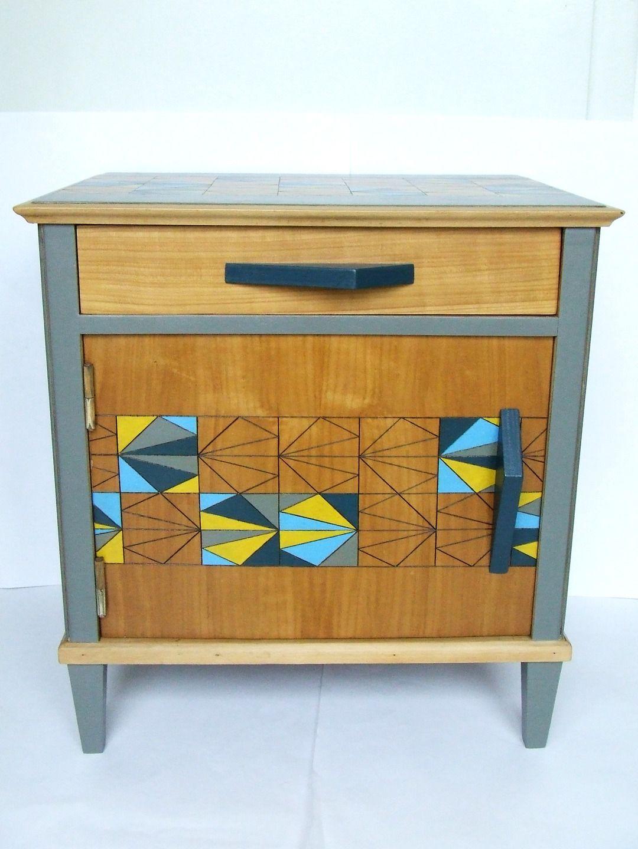 Petit Meuble Range Tout petit meuble de rangement ou table de chevet vintage en bois