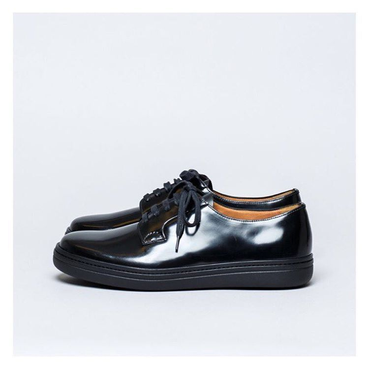 Church's Padfield polished binder shoe. Available in navy, black & burgundy.