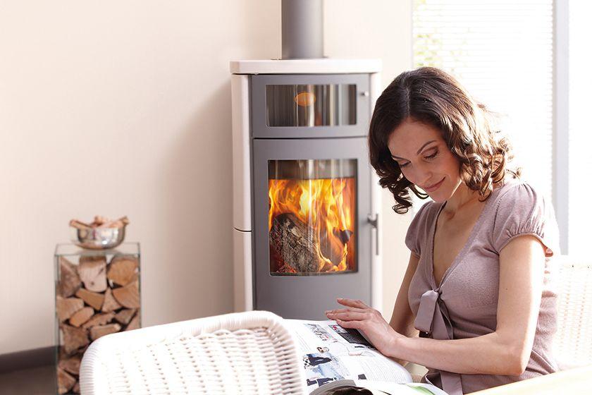 Ein Kaminofen Auch Schwedenofen Genannt Wärmt Das Zuhause Mit Einem Schönen Feuer