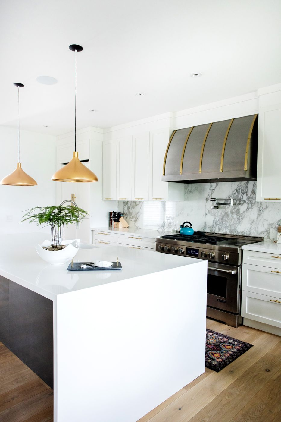 Painted Maple Shaker Style Kitchen Cabinets And Waterfall Island Ora Kitchens And Bath White Modern Kitchen Shaker Style Kitchen Cabinets Kitchen Design