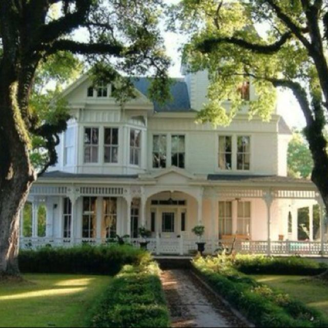 And The Whites Have It Victorian Homes My Ideal Home My Dream Home