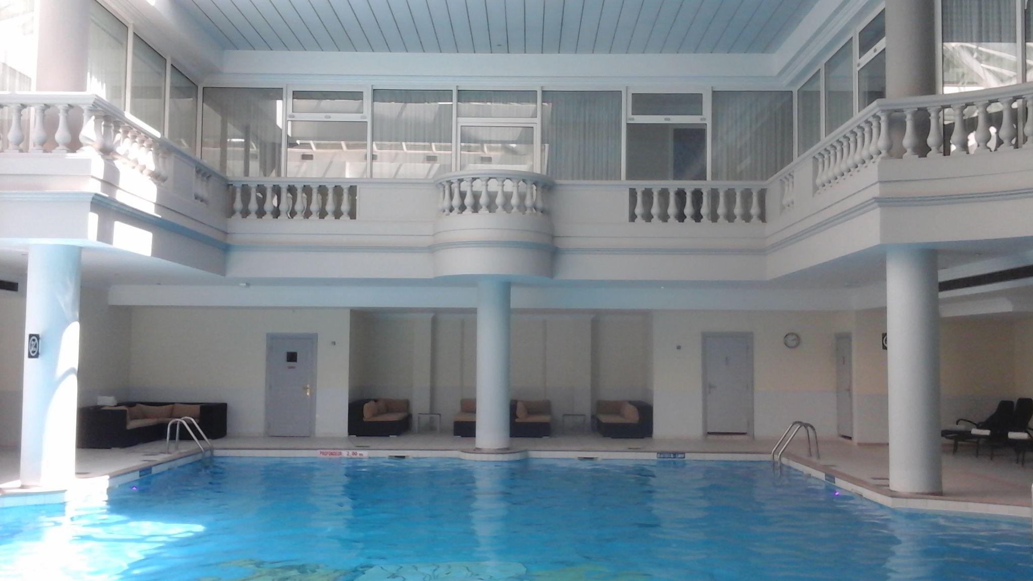 Extremement Jolie piscine du spa guerlain du trianon palace de Versailles JW-13