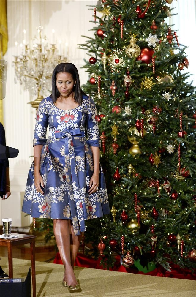 Obama Christmas 2020 Michelle Obama Gets Into Holiday Spirit With Gorgeous Printed