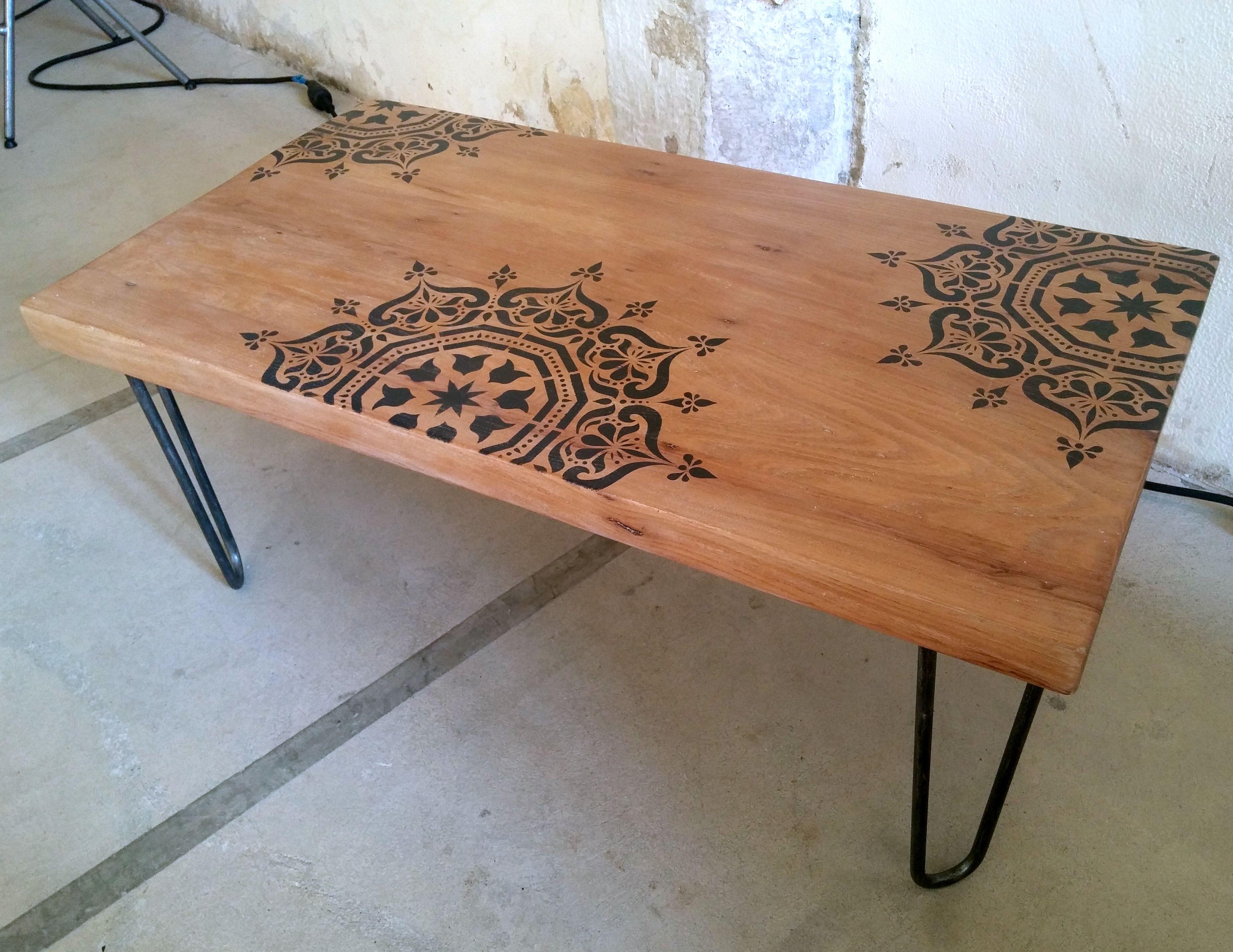 Table basse bois massif sur hairpin legs motif pochoir inspiration ...