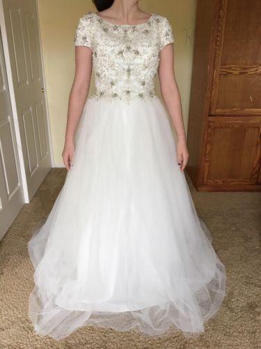Brand New Modest Wedding Dress Size 7-8 (NEVER WORN) https://t.co/rI1hvBZA84 https://t.co/eHtuBnP31m