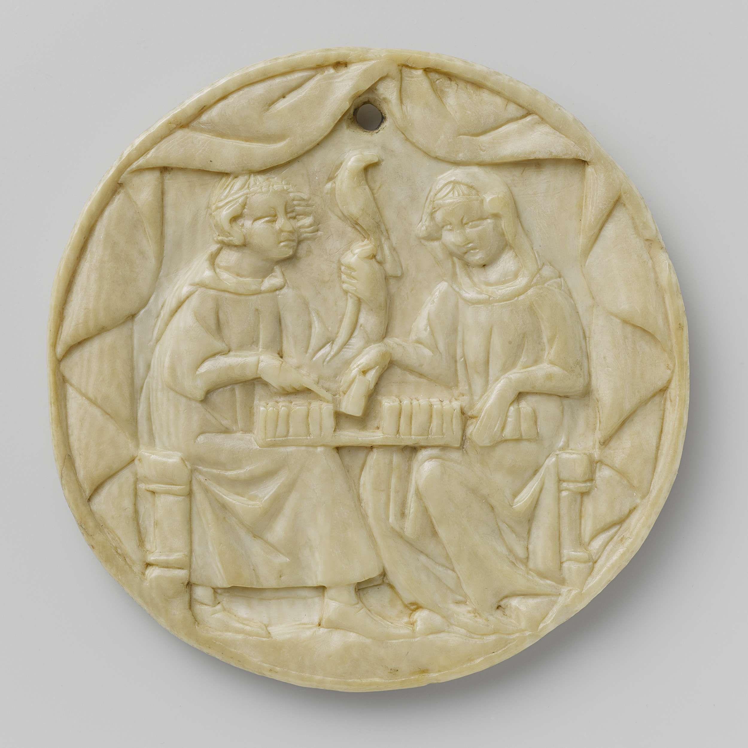 Deksel van een spiegeldoos met een jongeman en een vrouw bij het schaakspel, anoniem, 1350