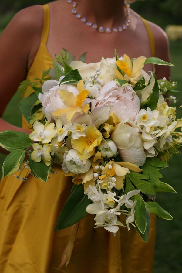 Bouquet with gold and blush pink flowers