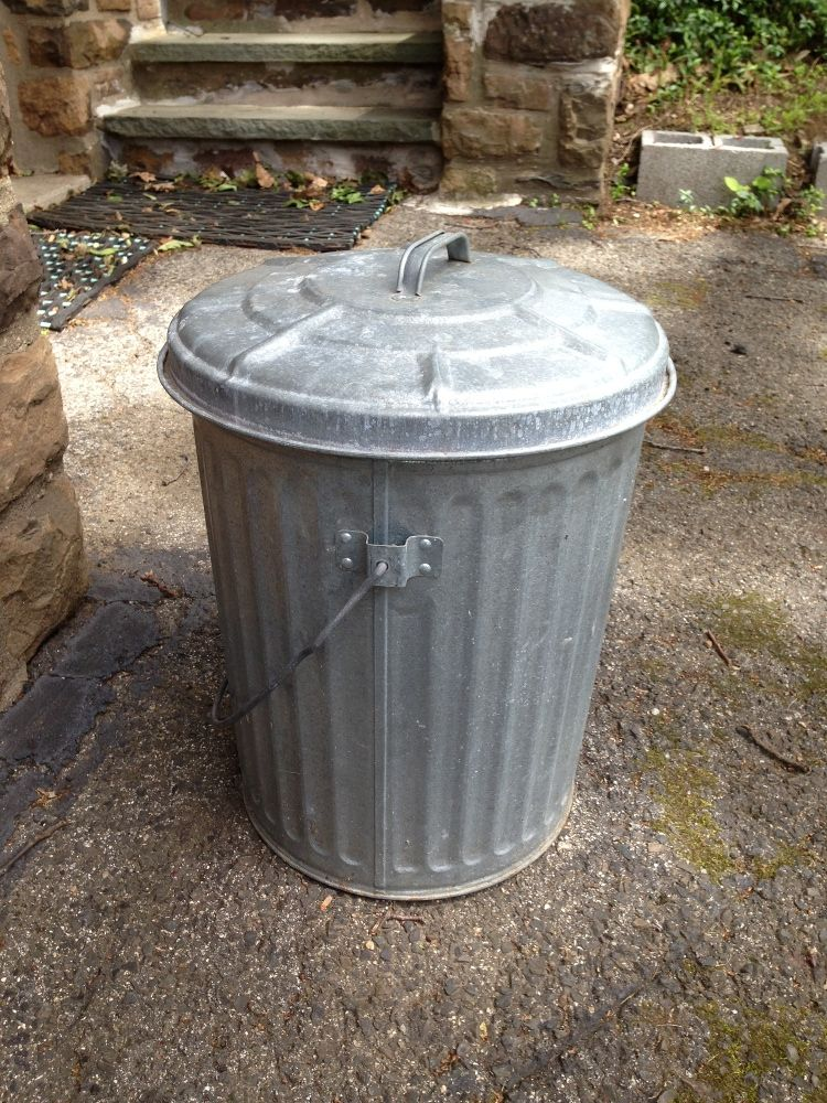 Metal Garbage Cans Vintage Metal Trash Can Www Pixshark Com