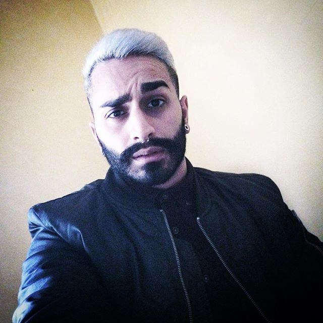 Noch 2 Monate bis zu meiner Rente 🤘🏼👴🏽🤘🏼 rocking grandpa #0711 #stuttgart #beard #bearded #beards #mustache #münchen #frankfurt #köln #hamburg #whitehair #augenbrauen #eyebrows #london #hairstyle #septum #alevi #hayat #pictureoftheday #instagood