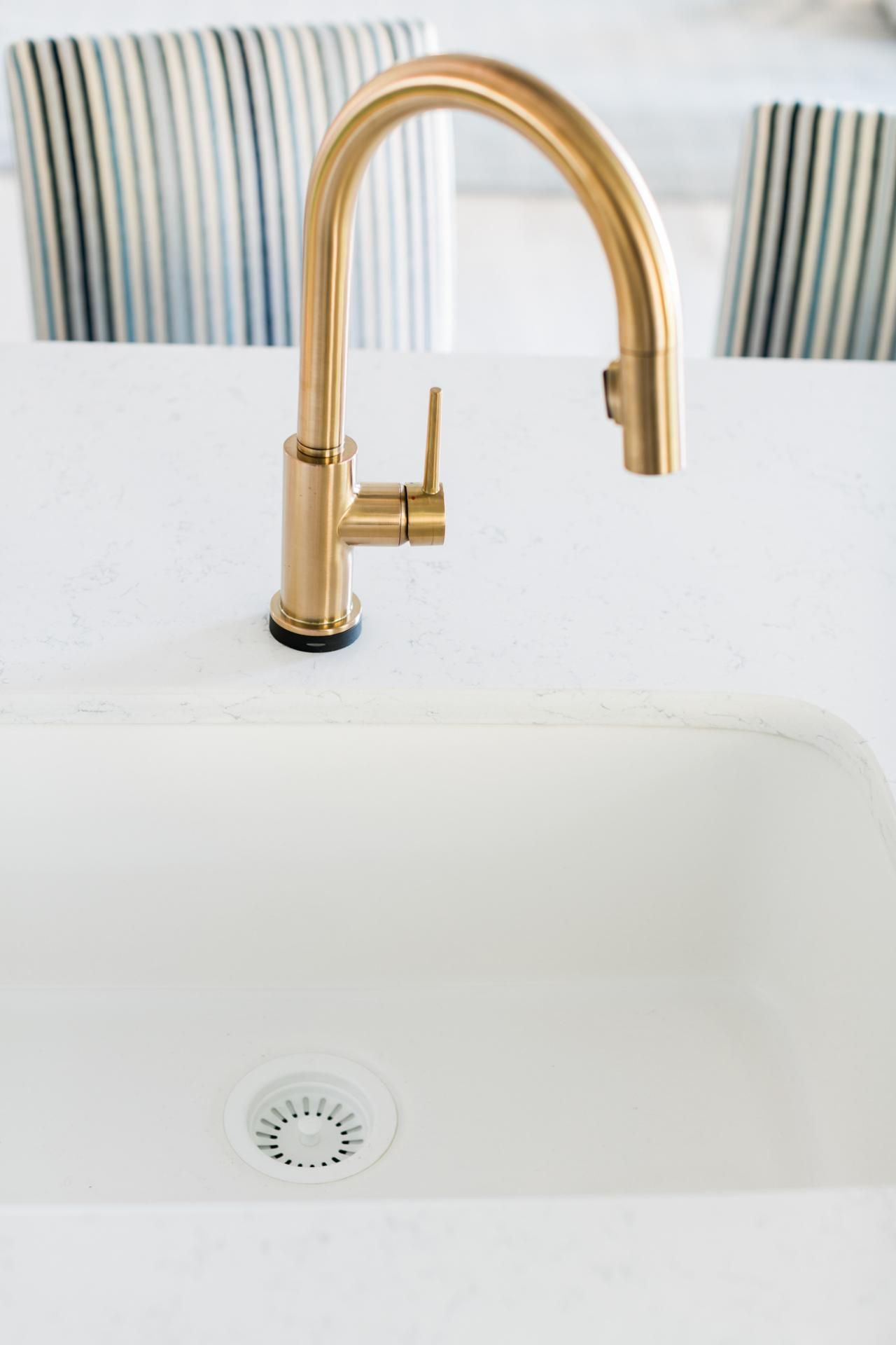 Stunning Old World Style Delta Trinsic Single Handle Pull Down Kitchen Faucet Featuring Touch₂o Technology