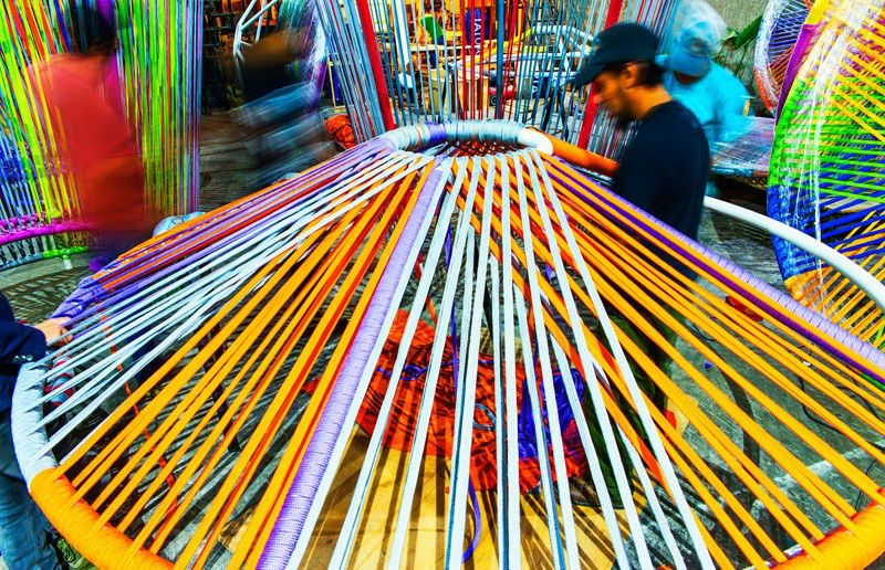 Los Trompos (Spinning Tops) Esrawe + Cadena