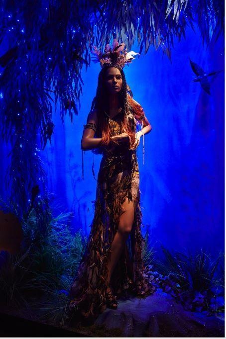 Harrods presenta: Le fiabe Disney. Una intrigante Pocahontas. (Roberto Cavalli)