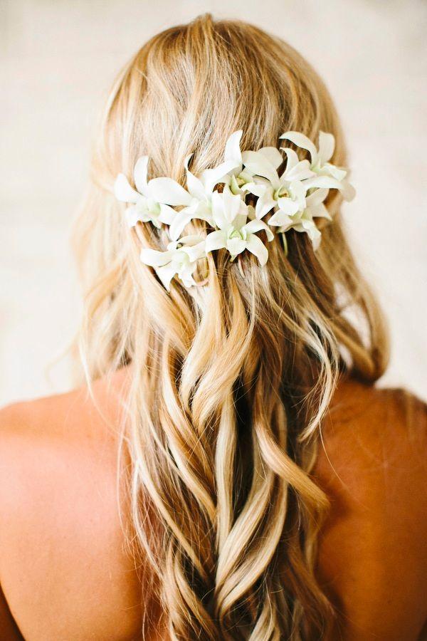 Beautifully Detailed Hawaii Wedding Modwedding Best Wedding Hairstyles Beach Wedding Hair Wedding Hair And Makeup