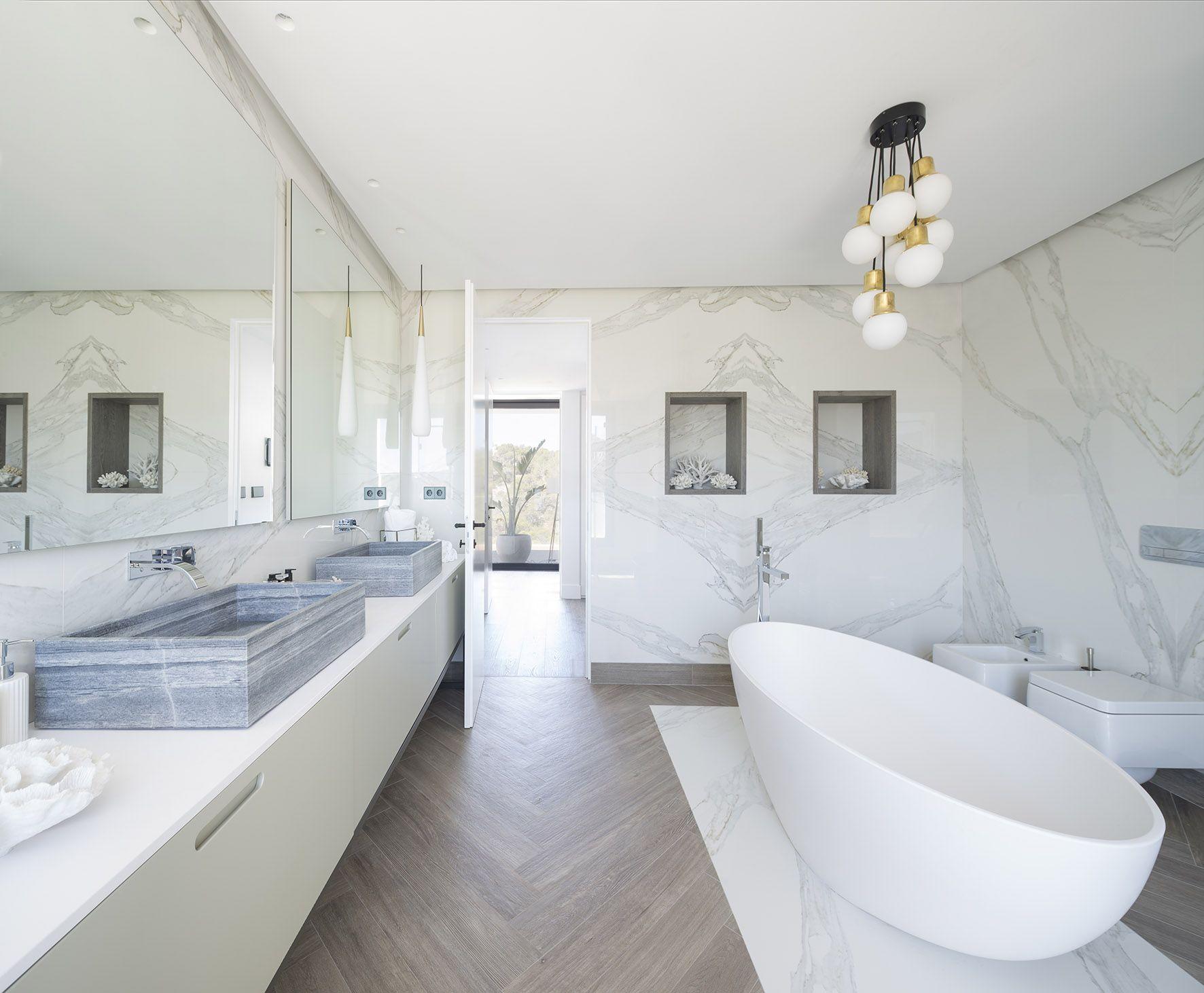 Ba o de vivienda en ibiza dise ado por natalia for Encimera marmol gris