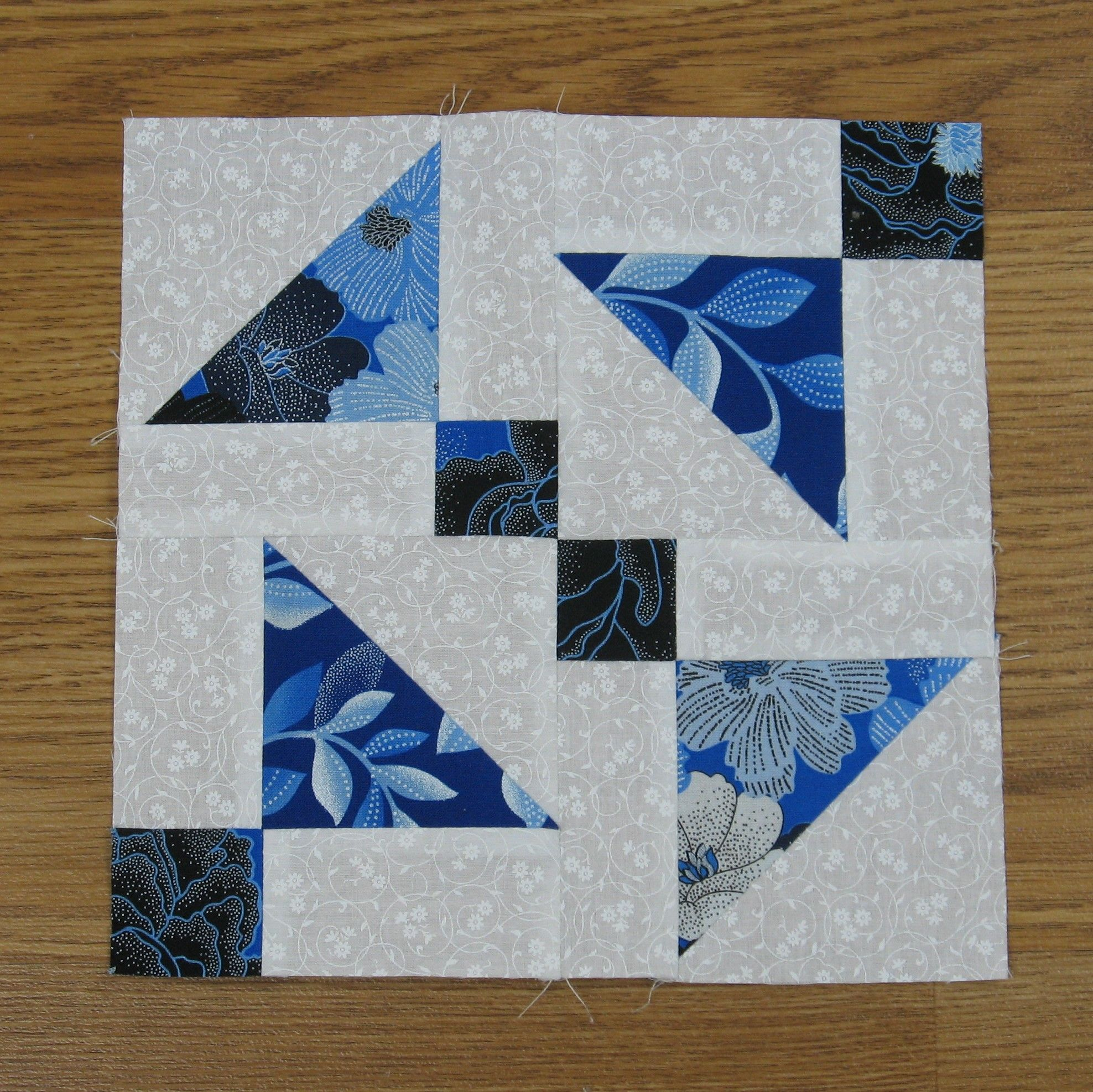 Free Pattern Shoofly Quilt Block And A Variation Quilt Patterns Scrap Quilt Patterns Quilt Block Tutorial