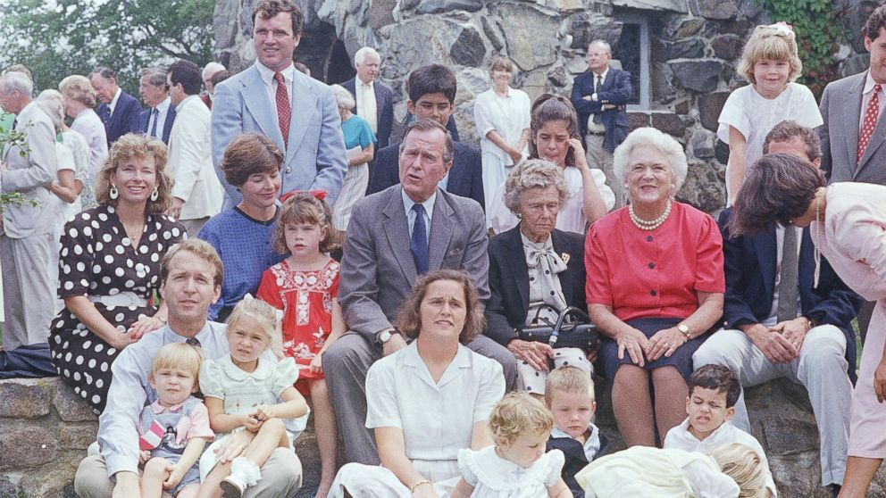 The Bush Family At Thanksgiving Bush Family Couple Photos Family