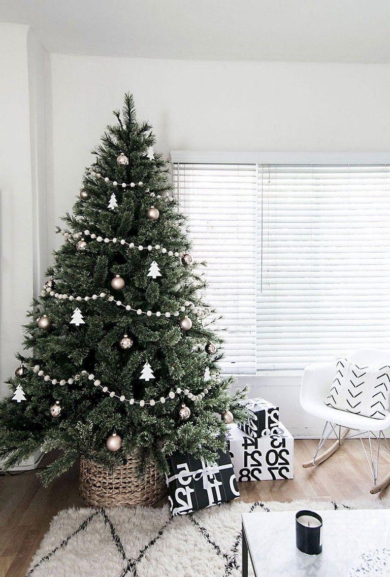 21+ Lovely Christmas Tree Decoration Ideas #xmastreedecoratingideas
