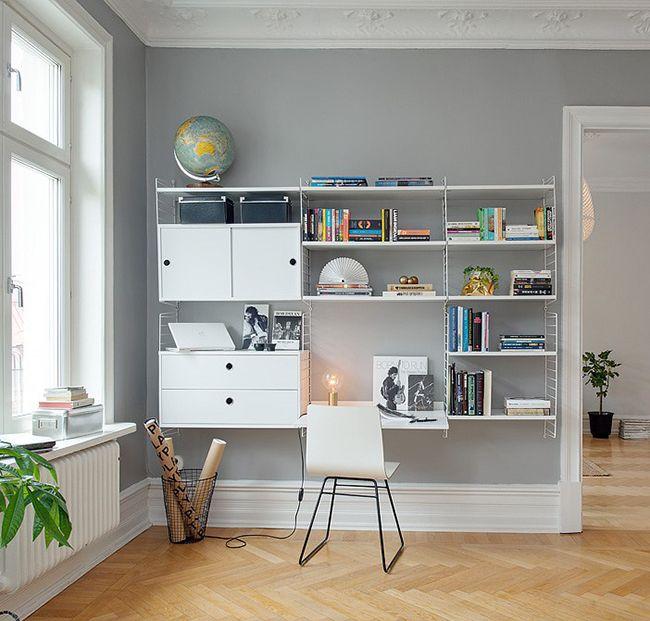 Ce syst me de rangement de la marque string furniture est for Rangement minimaliste