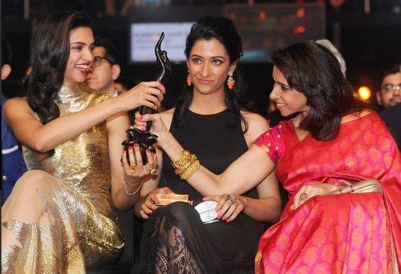 Deepika With Sister Anisha Padukone And Mother Ujjala Padukone Deepika Padukone Style Vintage Bollywood Celebs