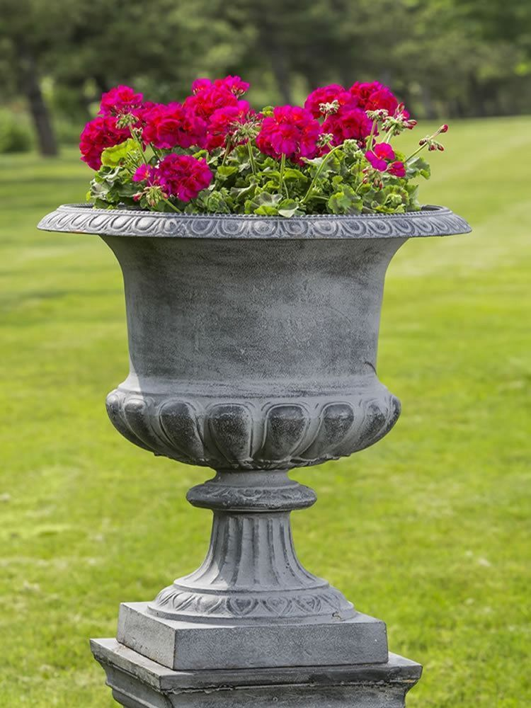 30 Pretty Front Door Flower Pots For A Good First Impression Garden Urns Iron Planters Outdoor Urns