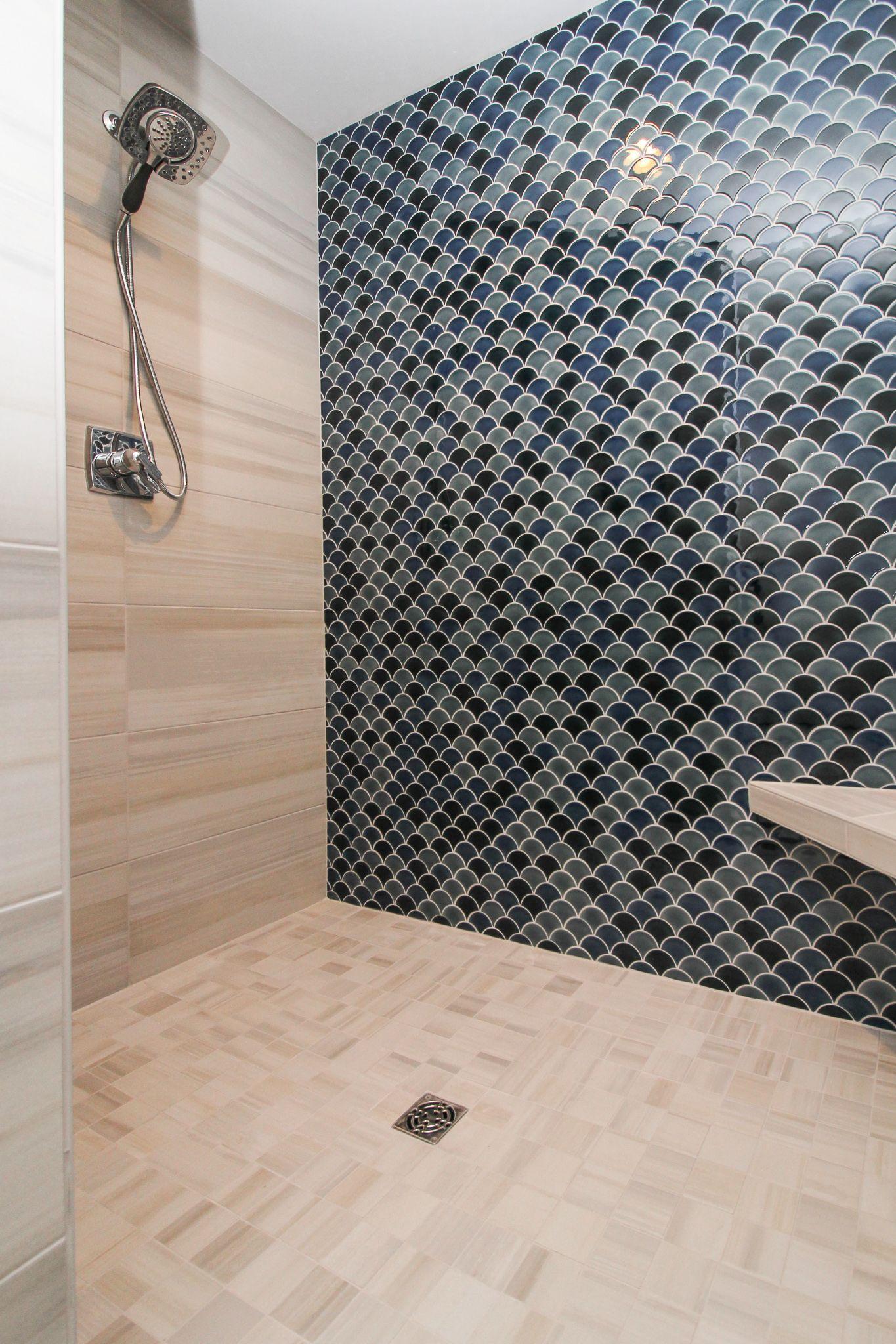 Elegant Aqua Tiled Shower In 2020 Shower Tile Aqua Tiles Shower Wall