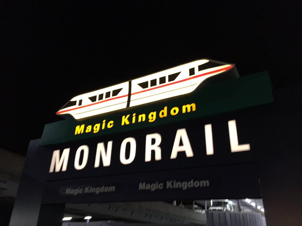 I love living in a place where a monorail is one of my regular modes of transportation! #OrlandoLife https://t.co/tKYxnLupkD