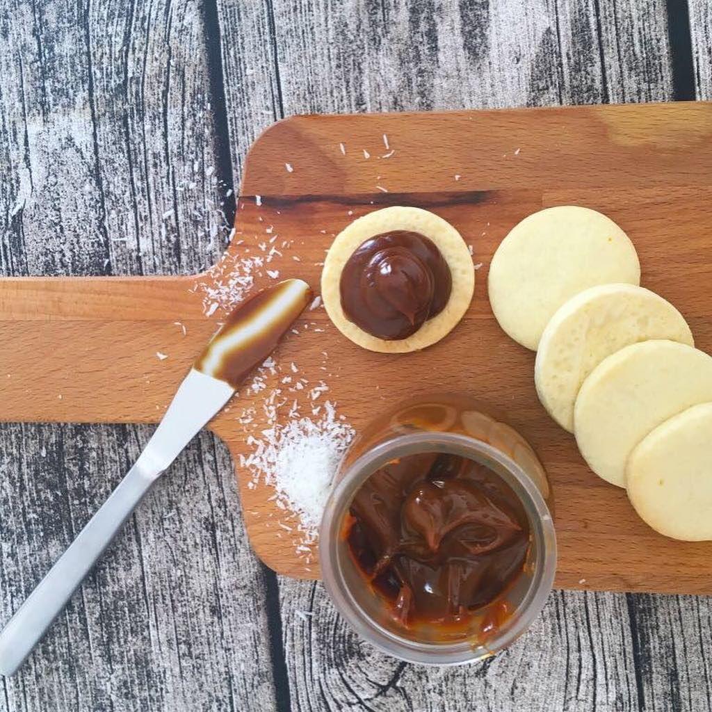 Recetasargentinas On Instagram Más Alfajores De Maicena Receta Salen Aproximadamente 3 Docenas De Alfajores De Maicena Food Desserts Chocolate Fondue