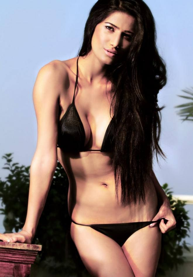 Poonam Pandey Exposes Naked Butts On World No Panty Day