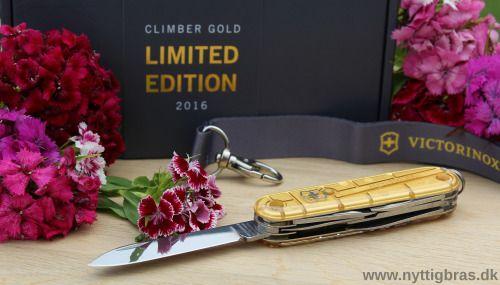 For at fejre OL 2016 i Rio, så har legendariske Victorinox netop lanceret lommekniven 'Climber Gold Limited Edition 2016'. Der er her tale om en ekstremt raffineret schweizerkniv, hvor selve håndtagene er belagt med hele 24-karat fin guld. Victorinox Schweizerkniven 'Climber Gold Limited Edition 2016' er kun produceret i et begrænset antal på 20.000 stk i hele verden og den leveres naturligvis i en smuk og eksklusiv gaveæske. Kig forbi: www.nyttigbras.dk