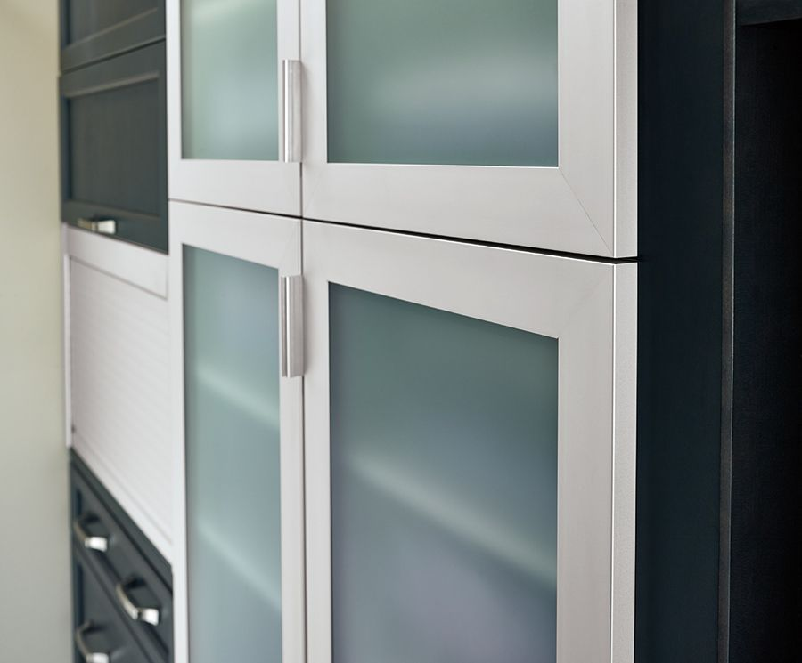 Kitchen Craft S New Collection Of Aluminum Framed Doors Offers Three Profiles In Two Fashionable Finishes Kitchen Cabinet Styles Framed Cabinet Kitchen Styling