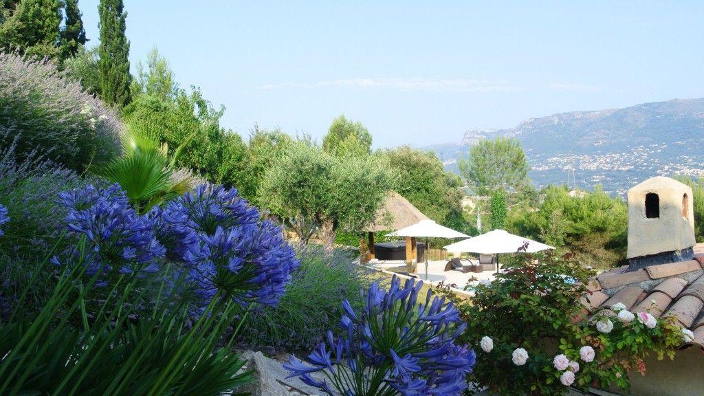 """Comme de nombreux propriétaires de Gîtes & de Maison d'hôtes des ALPES MARITIME la maison d'hôtes  """"VILLA KILAUEA"""" à Nice est présente sur http://www.trouverunechambredhote.com/fiche.php?aid=24"""