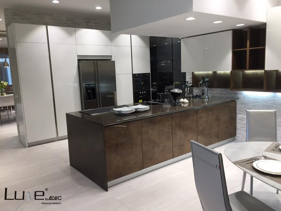 Proyecto de cocina luxe by alvic en alto brillo puertas - Encimeras alvic ...