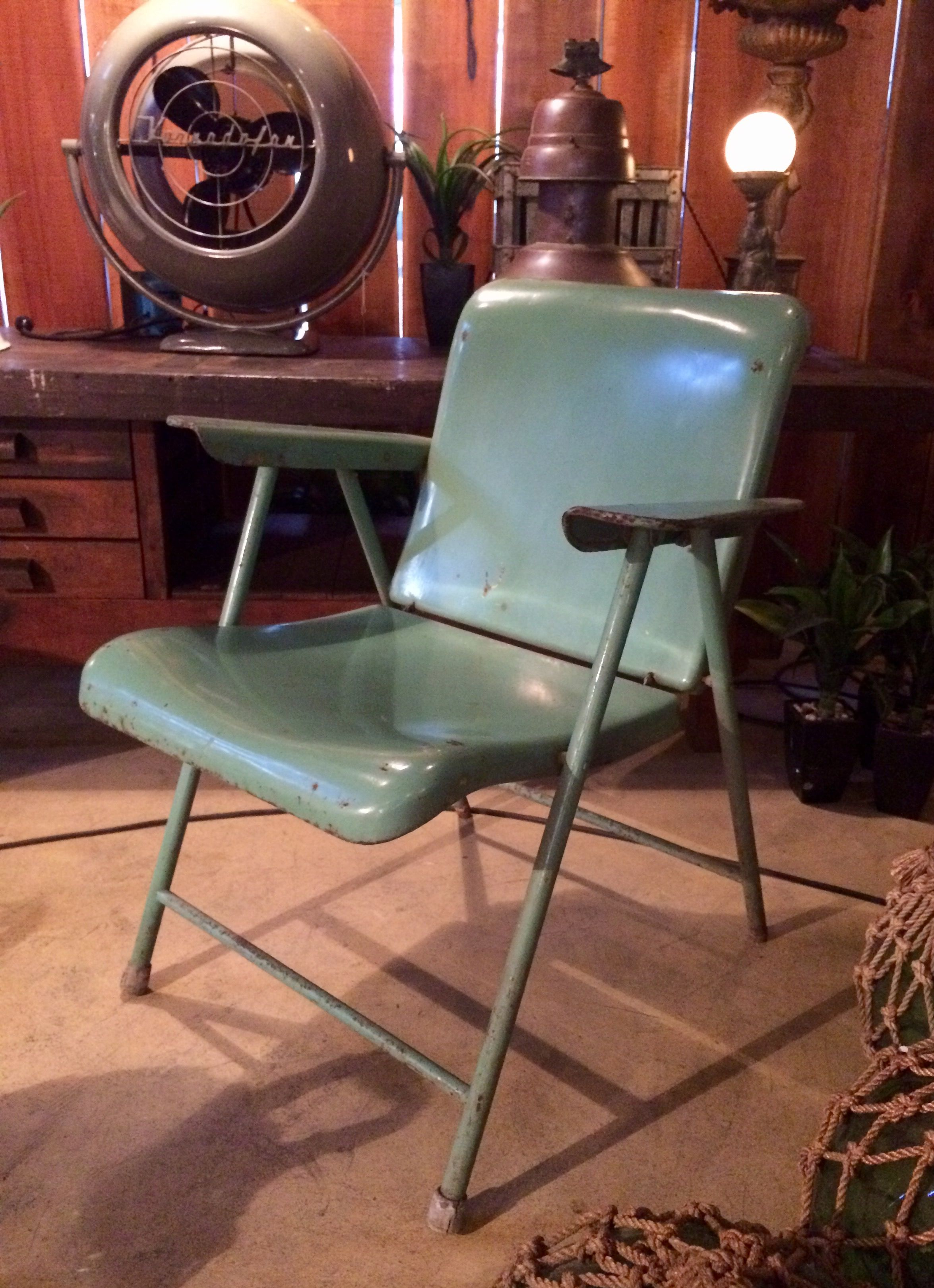The Folding Chair — Chicago Vs Los Angeles