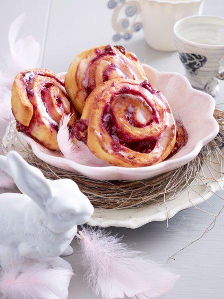 Ein himmlischer Traum! Kirsch-Rhababerschnecken mit Zuckerguss.