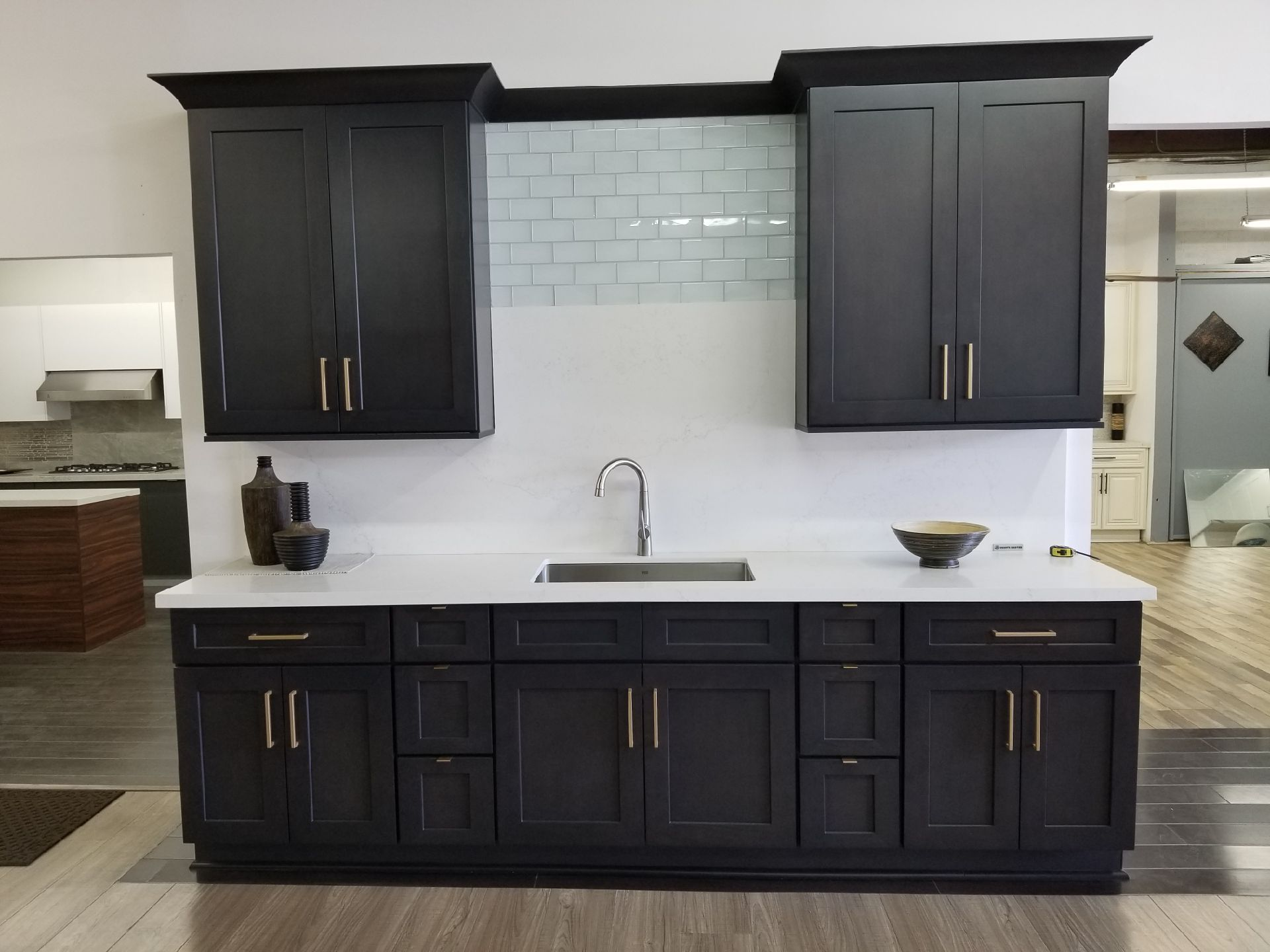 Best Ash Grey Shaker With Gold Handles In 2019 Kitchen 640 x 480