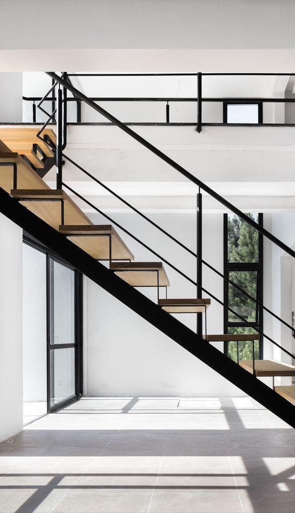 Best 25 escaleras metalicas exteriores ideas on pinterest for Escaleras metalicas exteriores precios