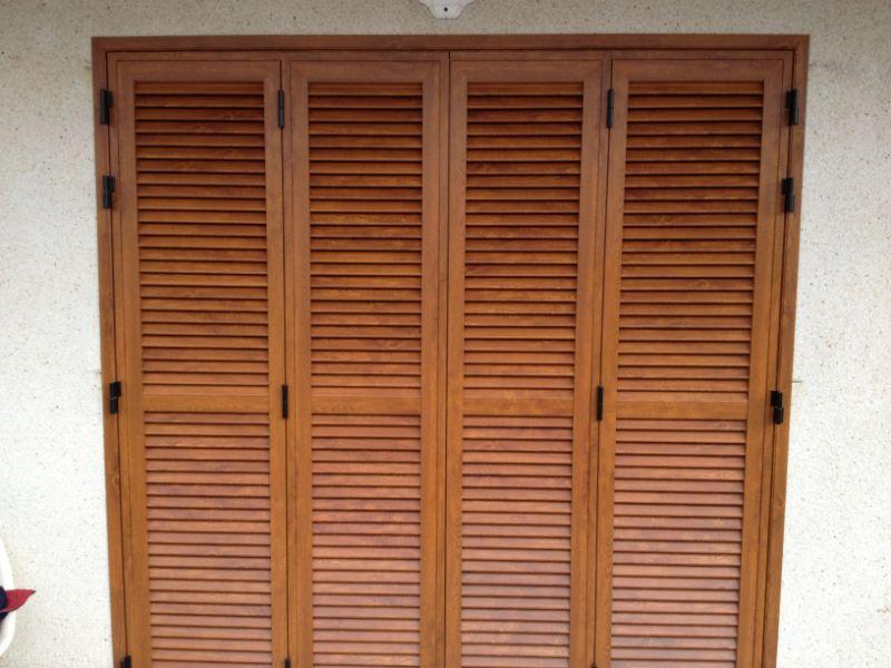 Puerta mallorquina de 4 hojas aluminio imitaci n madera for Puertas venecianas