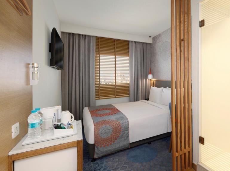 Ihg Announces The Opening Of Holiday Inn Express Chennai Omr Thoraipakkam Holiday Home Decor Home