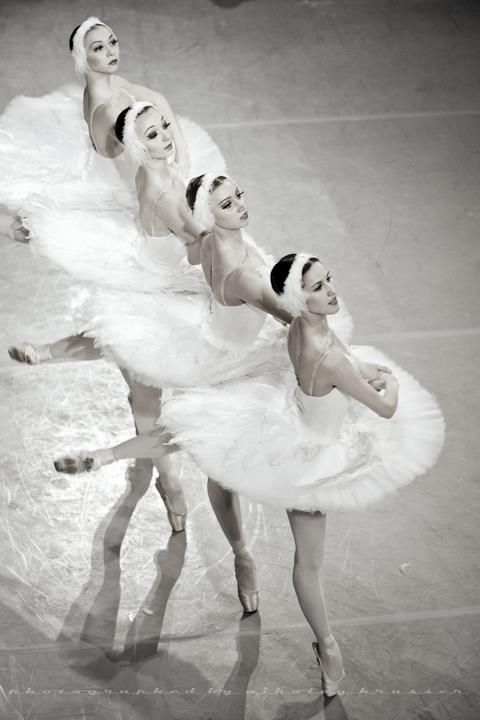 Paux Du Cuattre Bailarinas De Ballet Danza Clasica Lago De Los