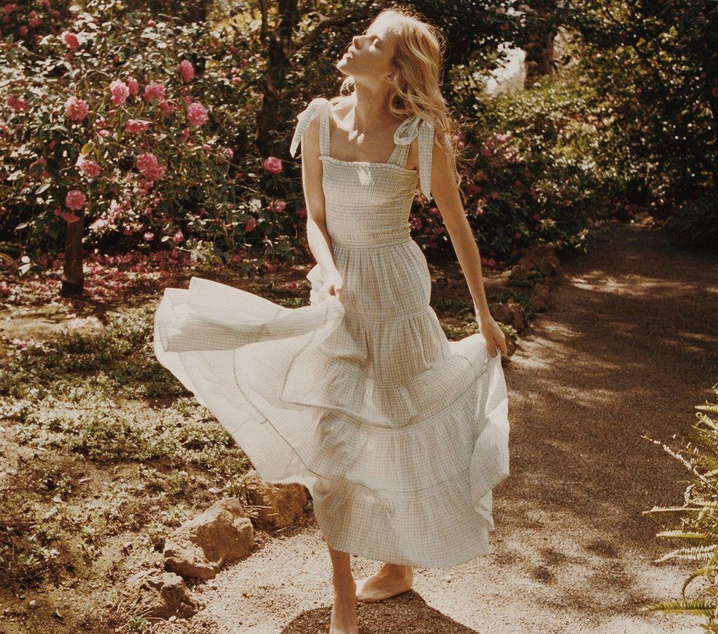 Doen Summer 2018 Shot By Hilary Walsh Of Alex Noiret White Flowy Dress Dresses Summer Fashion Outfits [ 904 x 1024 Pixel ]