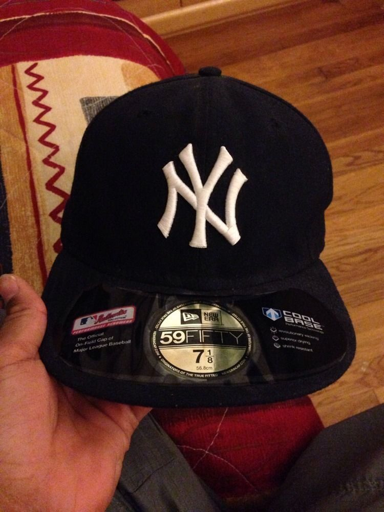 f2d974a4 New York Yankee New Era Fitted Cap Size 7 1/8 | Yankees Collectibles ...