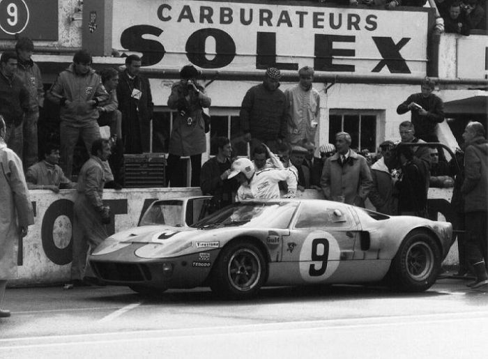 June 13th 1969 Le Mans France 24 Hours Of Le Mans Drivers Jacky Ickx And Jackie Oliver Won In A Ford Gt 40 3 Ford Gt40 Ford Gt Gt40 Le Mans